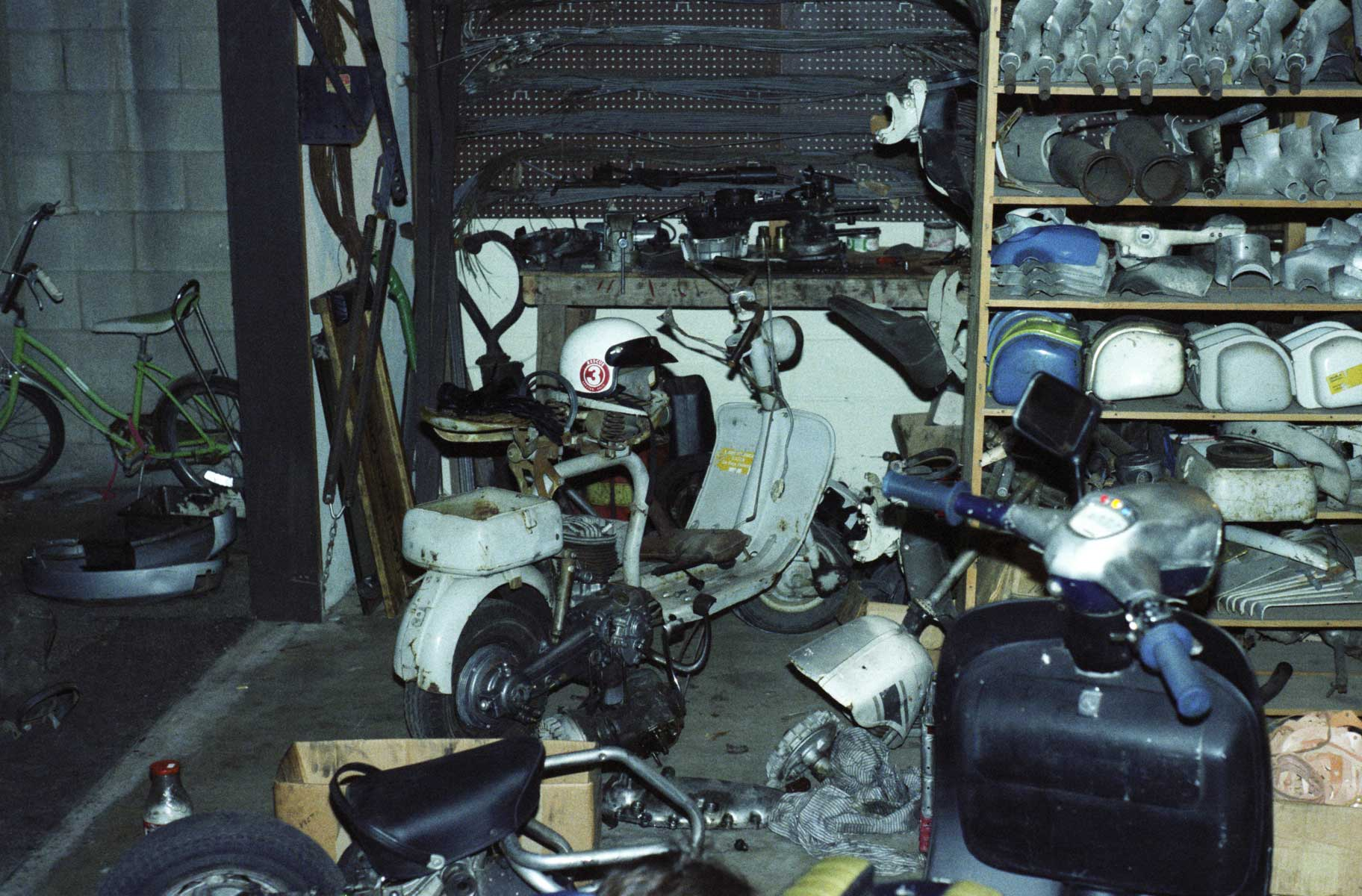 Check out those original Innocenti tool boxes, engine cases, and gray cables with inline oilers!